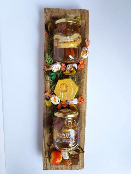 מגש עץ חגיגי עם מוצרי המכוורת