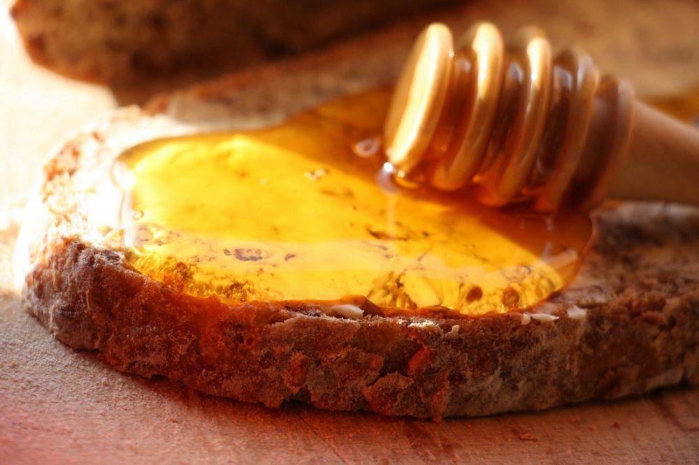דבש על לחם